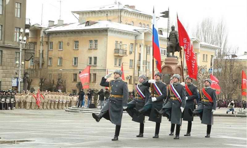 парад войск в честь Сталинградской Победы